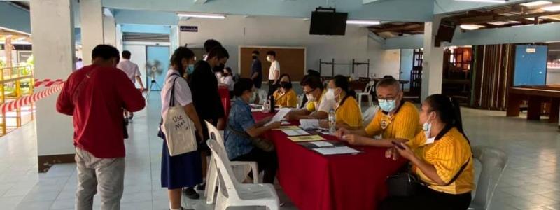 รร.หอพระ มอบผลการเรียน พร้อมอุปกรณ์ทางการศึกษาให้กับนักเรียน ชั้น ม.2 , ม.3, ม.5 และ ม.6 เพื่อเตรียมความพร้อมก่อนเปิดเรียน 1/2564